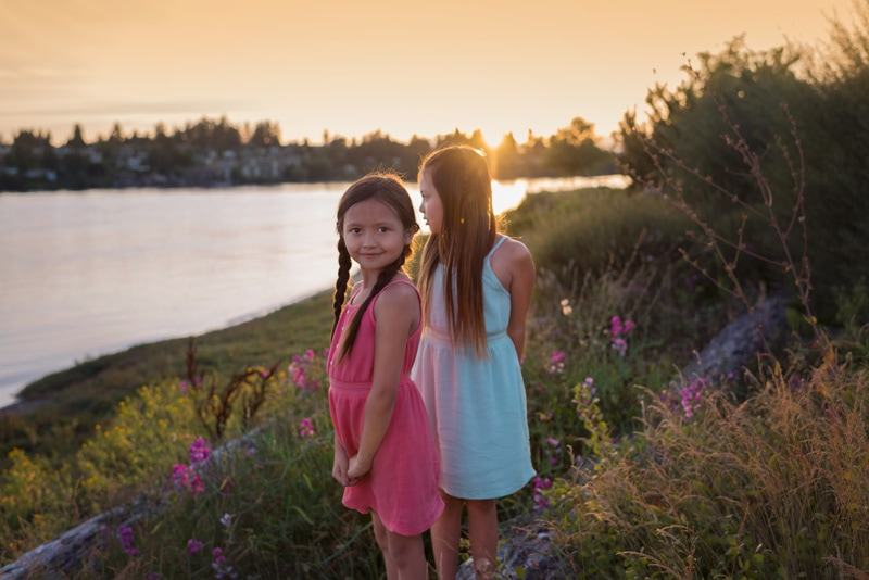 Children Photography - Children Photographer - Sisters near the water