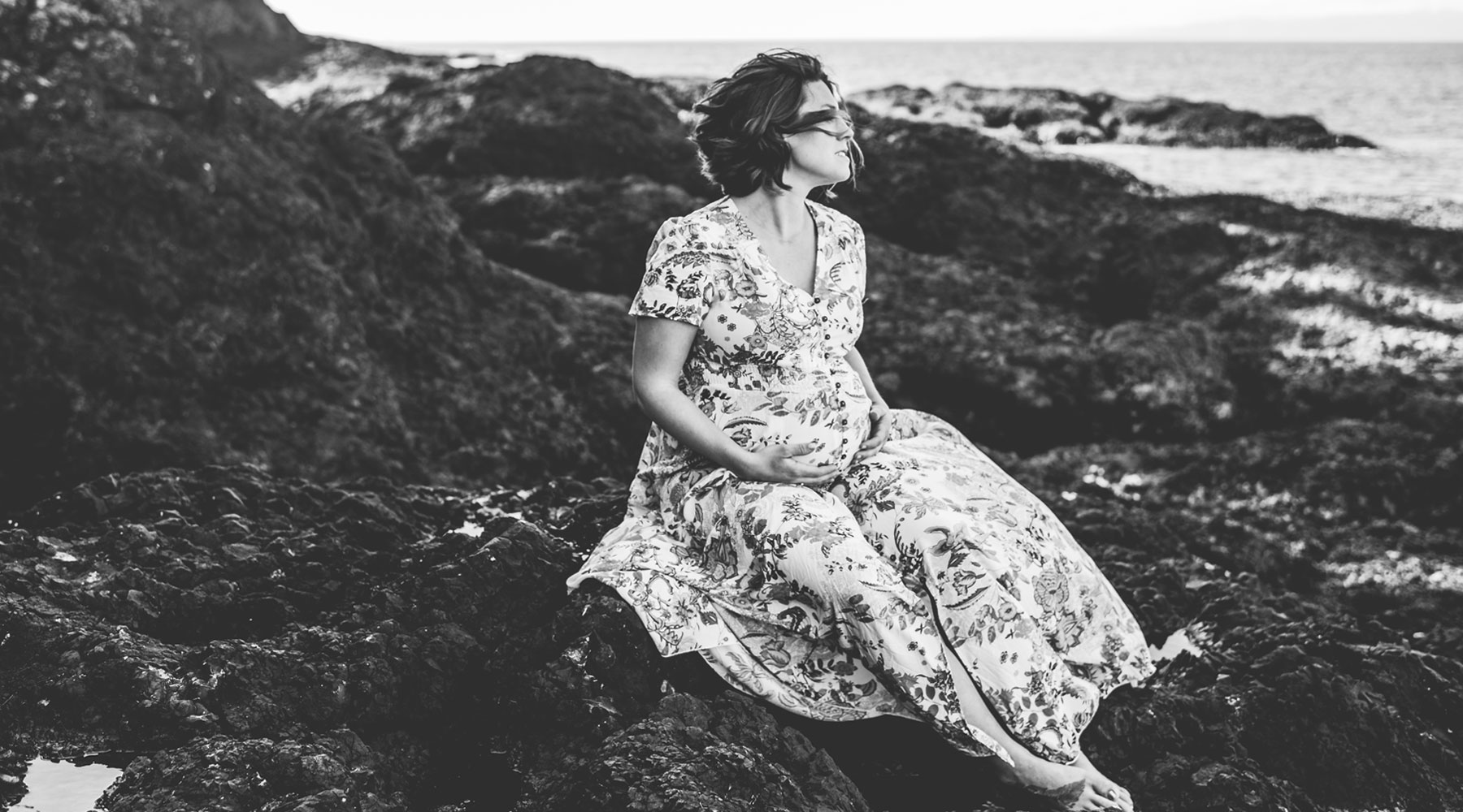 Blog Header Image - Ashley Grimes Photography - Pregnant Woman on Beach