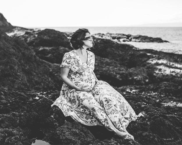 Blog Header Image - Ashley Grimes Photography - Pregnant Woman on Beach